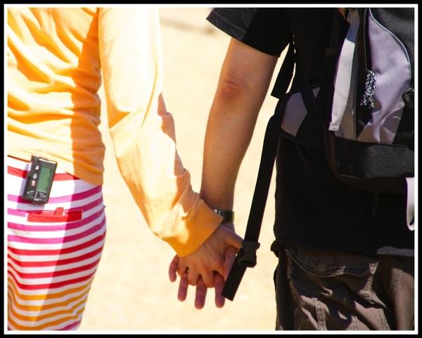 Sarah  i holding hands 2014