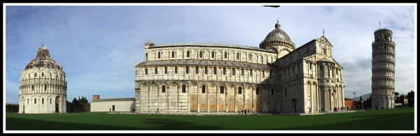 A panaramic shot of the baptistry, Cathedral & the tower in one shot