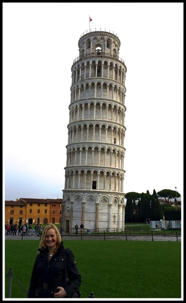 Sarah stood in front of the leaning tower of Pisa