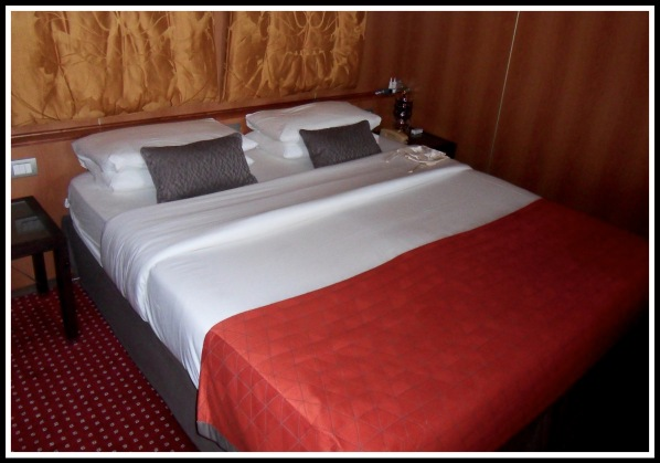 Suite bedroom with excellently folded bed covers